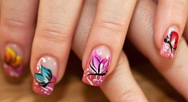 Бабочка на ногтях сделает ручки идеальными!