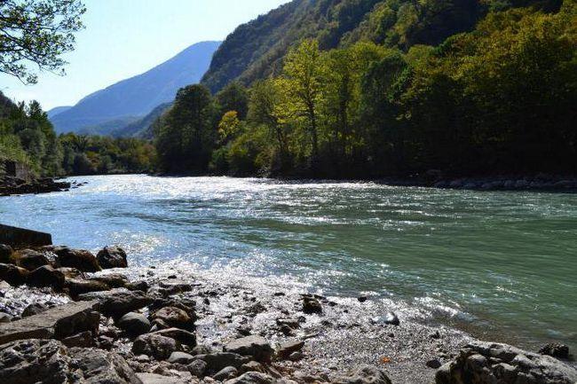Bzyb - rijeka u Abhaziji. Opis, karakteristike i prirodni svijet