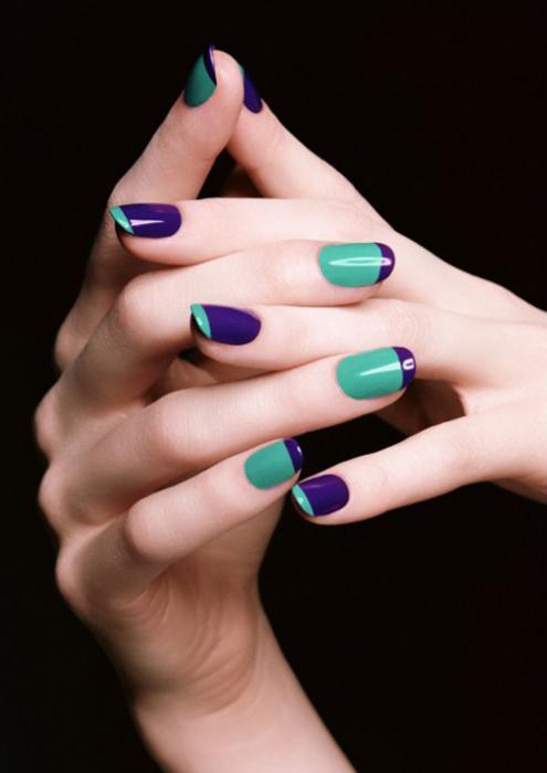 Цветной фиолетовый маникюр - писк сезона