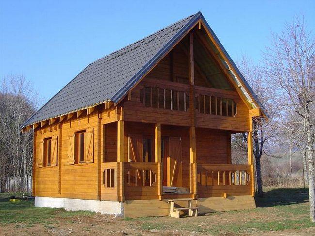 6x8 kuća od bar sa potkrovljem projektom