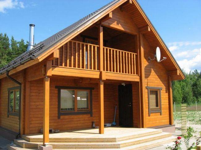 kuća od bar 6x8 sa potkrovljem