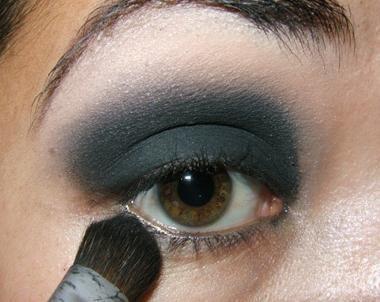 Kako obojiti oči crne sjene