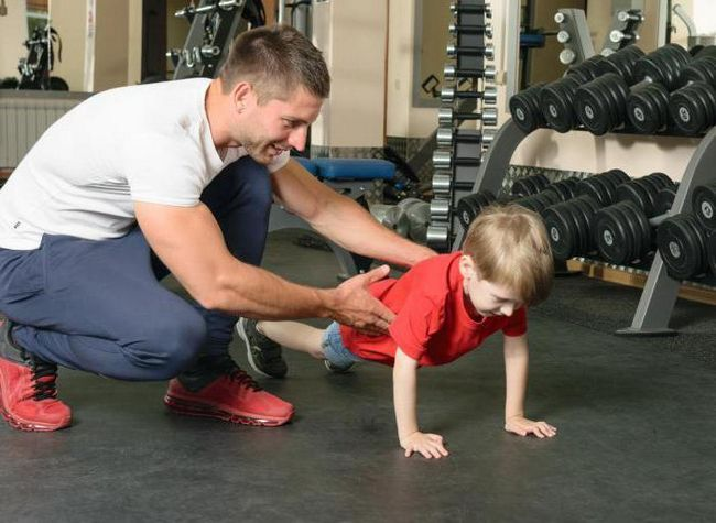 Как научить ребенка отжиматься и подтягиваться?