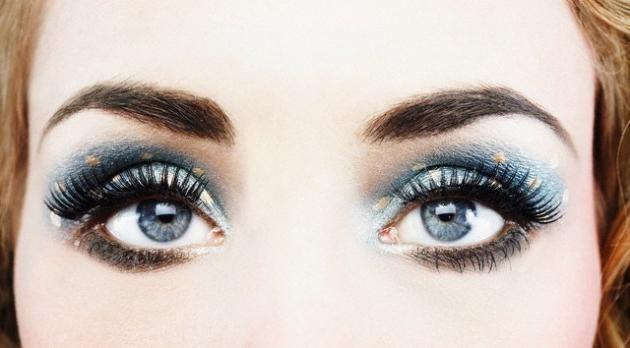 Kako koristiti plavo sjenilo za oči plave oči