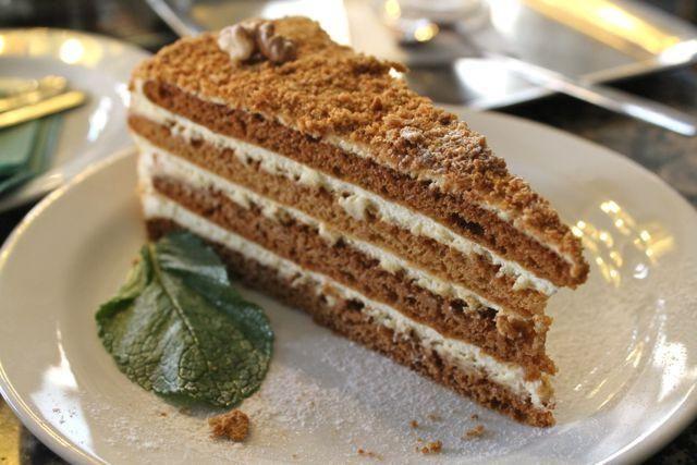 med kolač u multivarka Redmond