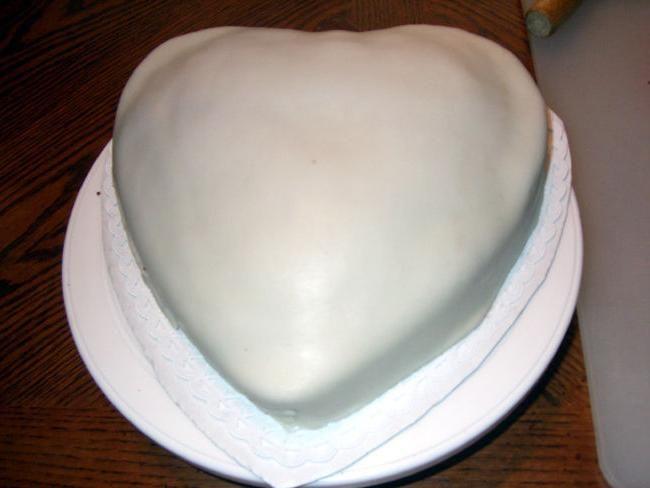 ukrasiti tortu sa mastiksom kući