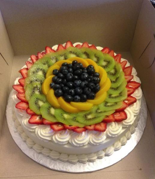 Kako ukrasiti tortu s jagodama i kivijem prekrasna (foto)