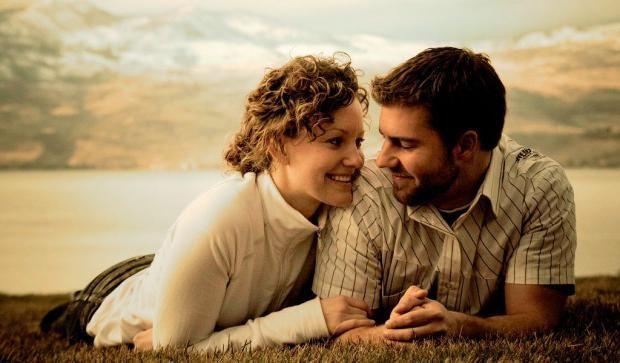 Как узнать, любит ли тебя любимая. Как распознать любовь девушки