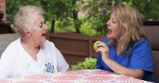 Как восстановить речь после инсульта: упражнения и рекомендации