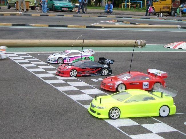 igračka automobile na radiju kontrole