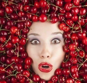 Какие витамины в черешне наиболее полезны для женского здоровья?