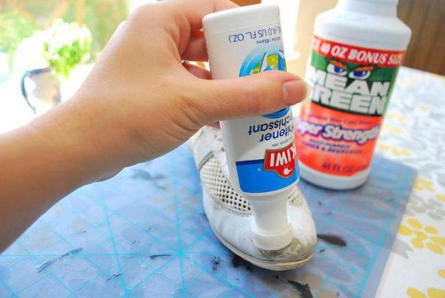 Краска белая для обуви - бережём изношенные вещи