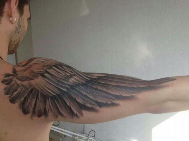 Крылья на руку: тату, которое подойдет каждому
