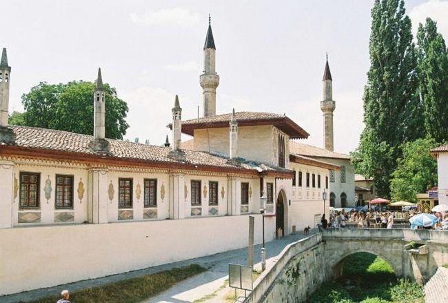 Легендарные красоты бахчисарайского дворца и неповторимого города в крыму