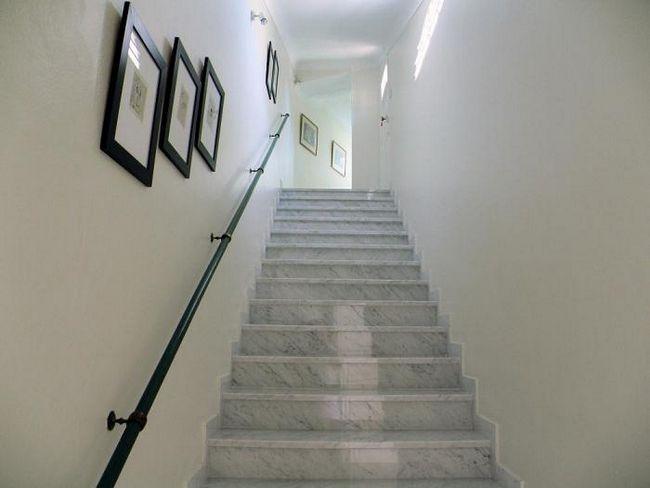 лестница на второй этаж на даче