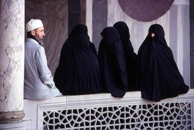 Poligamija u islamu: uvjetima, pravila. Zašto je poligamija dozvoljena u islamu?