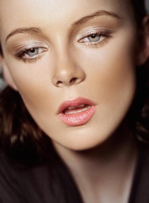 Moda make-up za plavuše sa plavo-sivih očiju