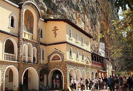 Manastir Ostrog u Crnoj Gori: kako doći tamo?