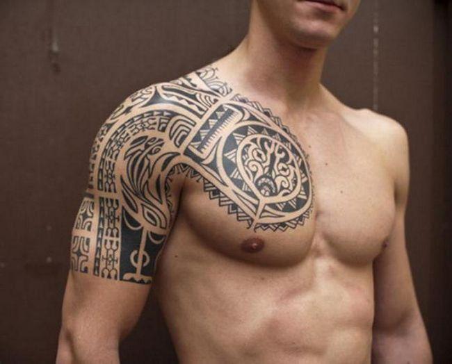 tetovaža na čovjeka sternum fotografija