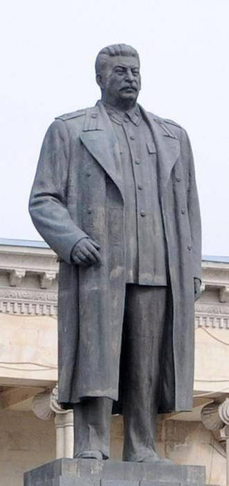 памятник сталин