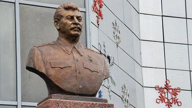 памятник ленину и сталину