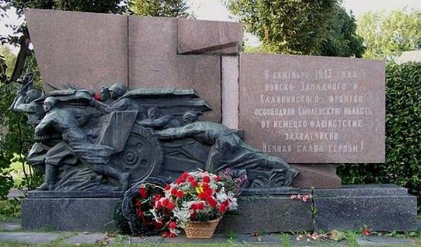 памятник «Скорбящая мать» Смоленск