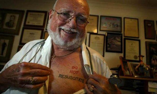 Почему врачи носят татуировки
