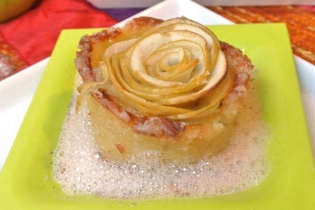 Charlotte kolač sa jabukama