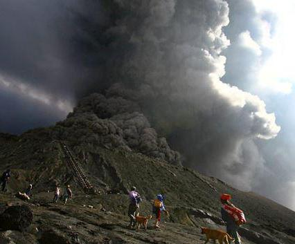 На бали проснулся вулкан
