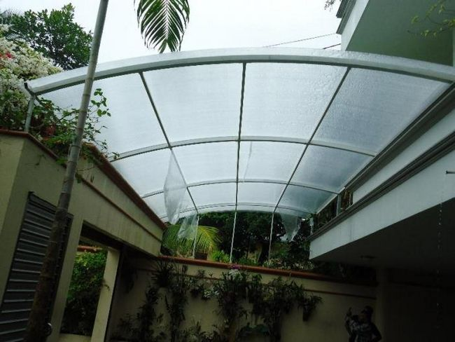 prozirni krov od polikarbonata