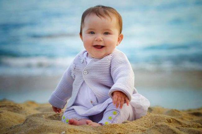 Dijete u 9 mjeseci: razvoj i ishrana, liječenje i njegu. To bi trebalo biti u stanju dijete u 9 mjeseci?