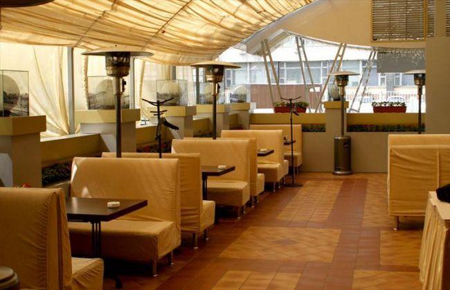 Restoran sa terasom u Moskvi