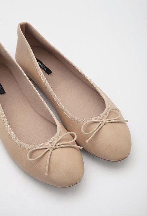 С чем носить бежевые балетки: модные тенденции, интересные сочетания и рекомендации профессионалов