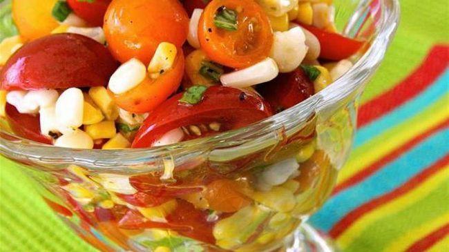 Салат с яйцами и помидорами: рецепт с фото