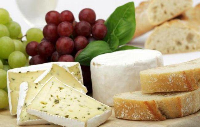 Салат с сыром и виноградом и курицей: рецепт с фото