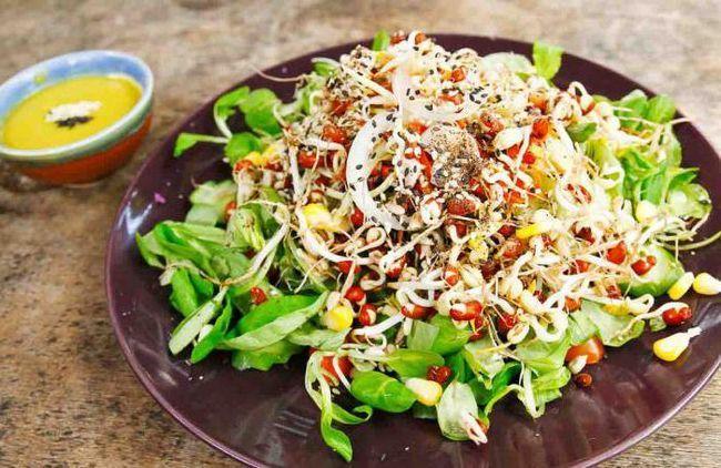 Салат со свежим огурцом и копченой курицей: рецепты и особенности приготовления
