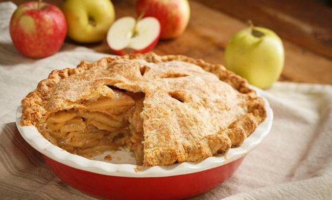 Pita od jabuka sa jabukama i cimetom