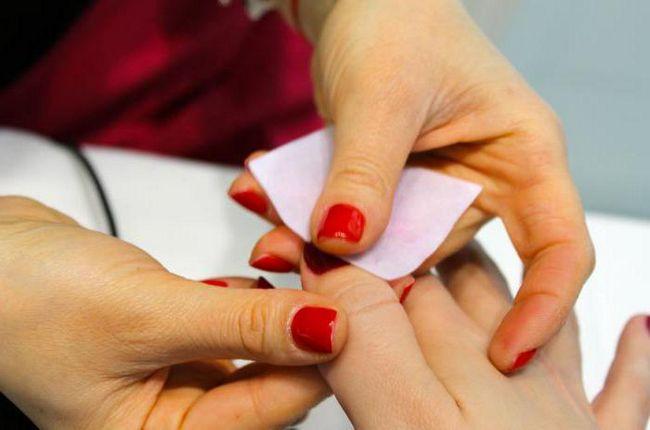 Kako ohranja gel lak za nohte? manikura Stroški, pregledi