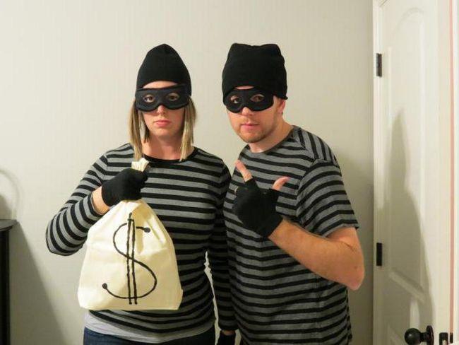 Sanjati Tumačenje: Lopov u apartmanskoj kući, penje kroz prozor, ukrao novac torbu. Sanjati Tumačenje: prevarant, lopov-in-zakon, za devojku