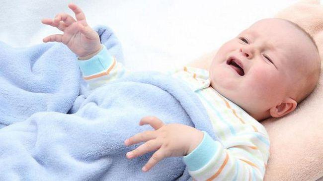 Спазмы в животе у ребенка: причины дискомфорта