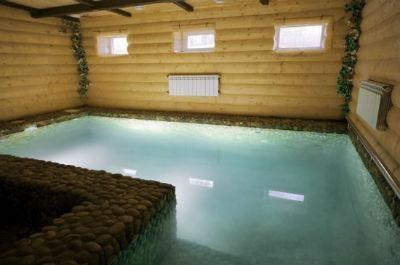 Drvena kupke s bazenom