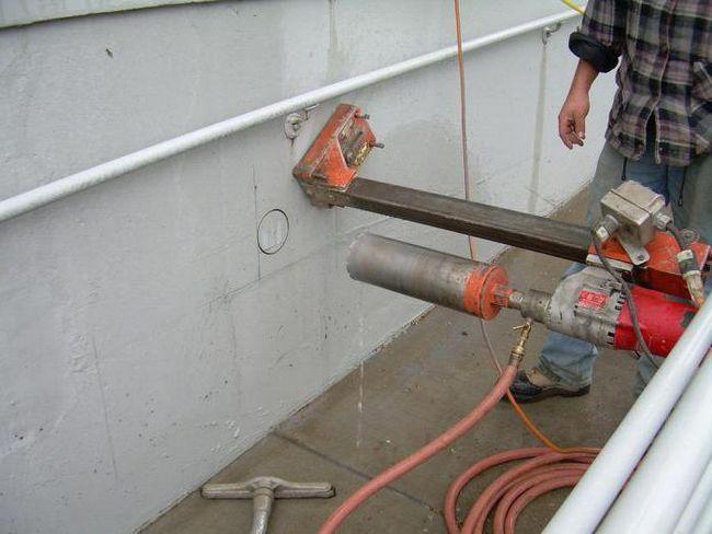 Bušenje rupa u betonu: potrebnu opremu i tehnologiju
