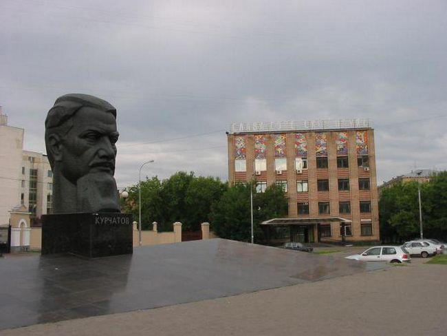 Памятник курчатову челябинск фото