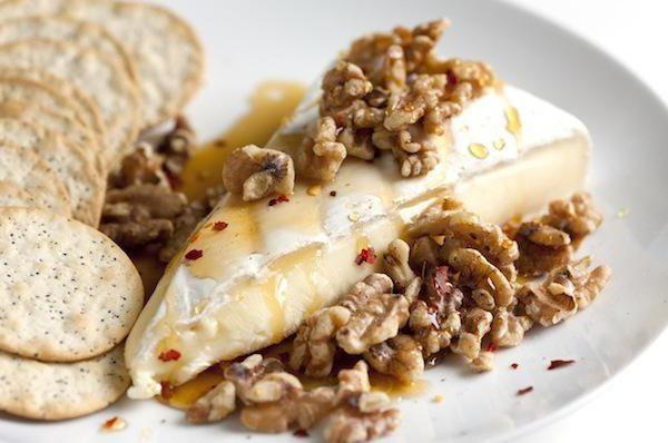 Сыр с медом: рецепты необычных закусок