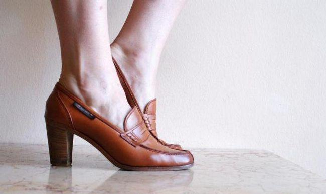 Туфли-лоферы на каблуках