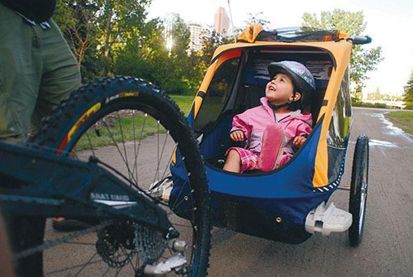 Prikolica bicikl za dijete - pouzdan asistent kada putuju s djecom