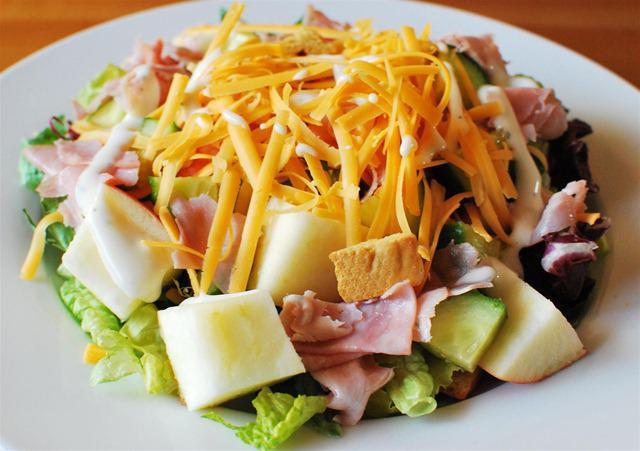 Вкуснейшие салаты: рецепты на лето и зиму