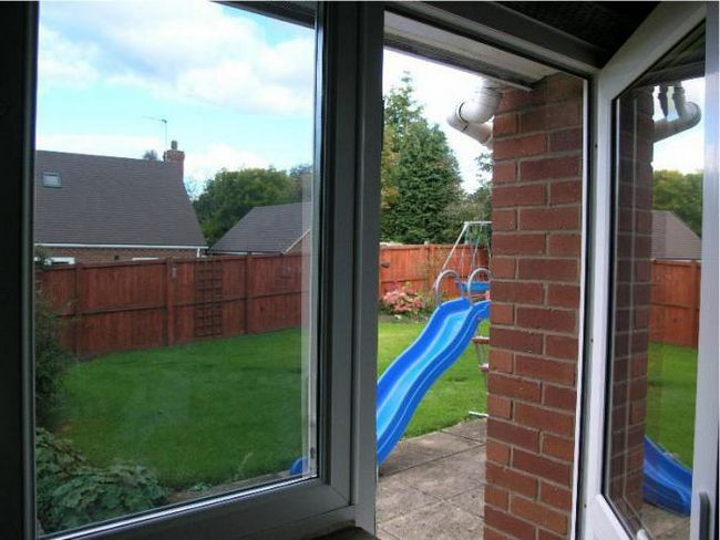 uklanjanja zaštitne folije iz plastičnih prozora