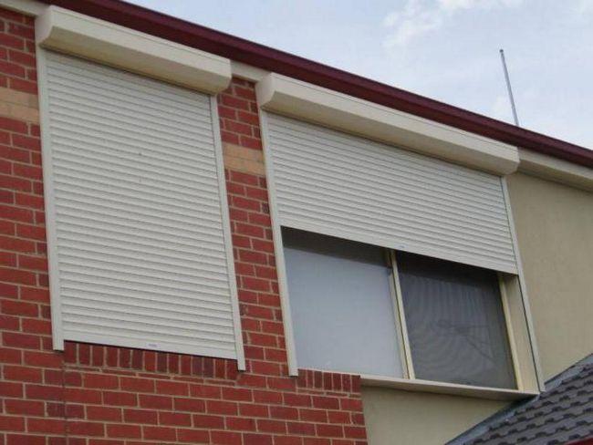 Zaštitna grilje na prozorima. Spoljne i unutrašnje rolete