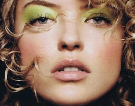 Zeleni sjene za zelenim očima. odaberite ton